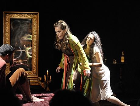 מיתר אופרה סטודיו – המדיום